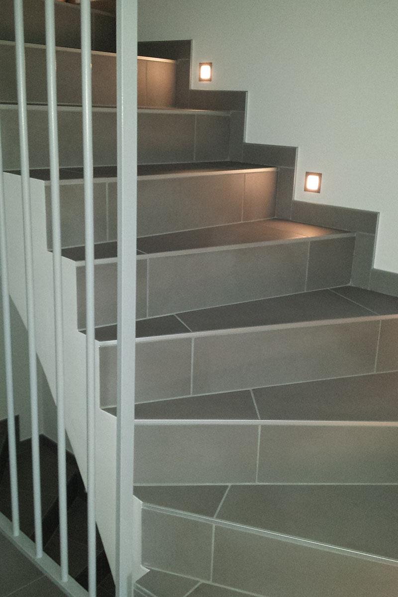 Gewendelte Treppe Fliesen minimalistisches Interieur